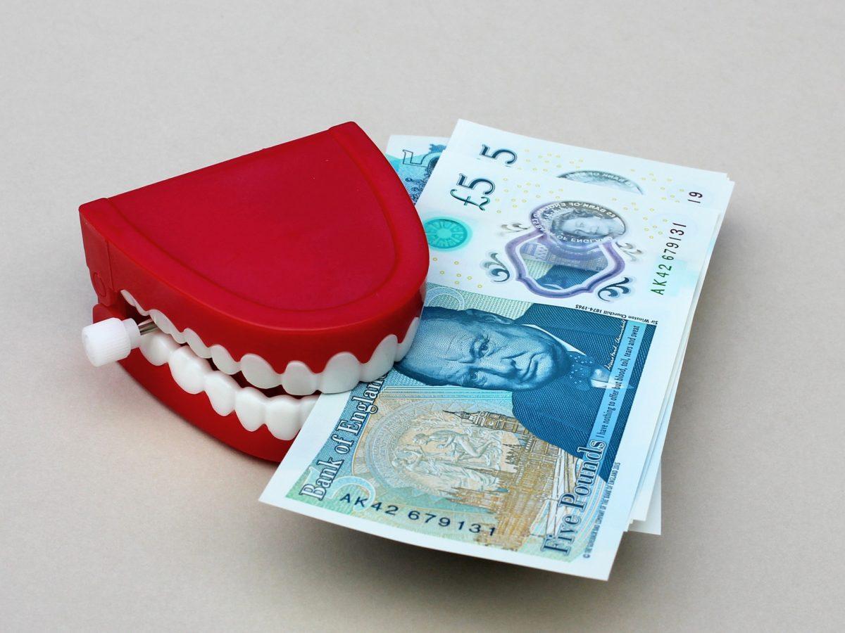 Złe postępowanie żywienia się to większe niedobory w zębach natomiast również ich brak